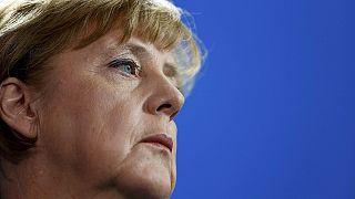 Γερμανία: Αμφίπλευρη πίεση στην Μέρκελ για το προσφυγικό