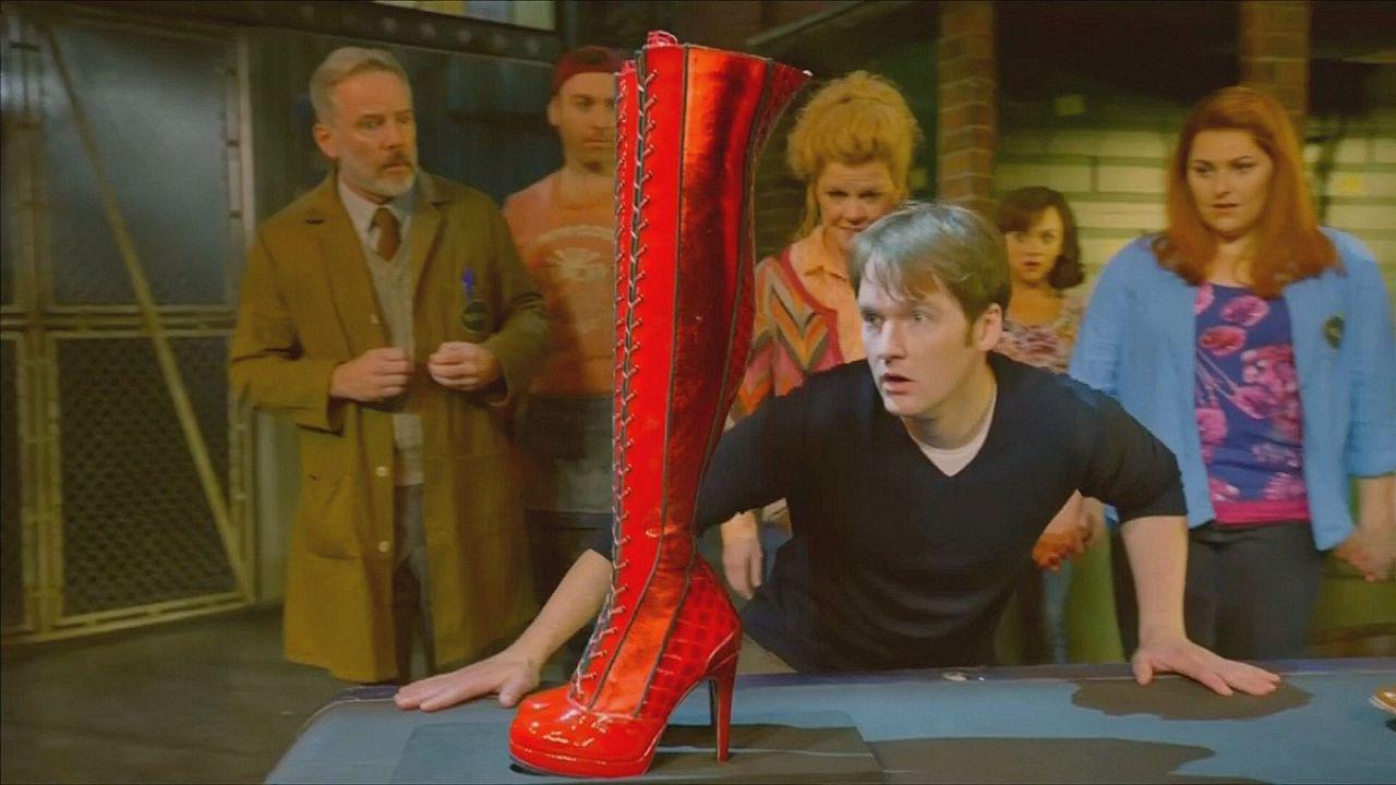 """""""كينكي بوتس""""  أو قصة الحذاء الأحمر الجريء"""