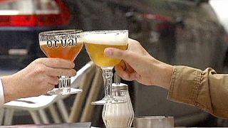 Dona da Budweiser e da Brahma pondera fusão com a dona da Grolsch