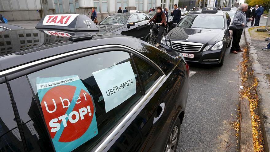 Таксисты требуют от ЕС притормозить Uber