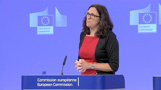 المفوضية الاوروبية تقترح استبدال بنود التحكيم الواردة في مشروع اتفاق التجارة الحرة مع الولايات المتحدة