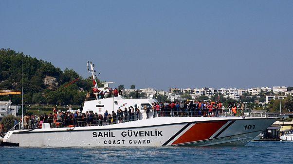 ماموریت سخت گارد ساحلی ترکیه در رهگیری قایق های مهاجران