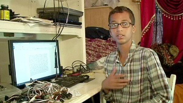 Polis 'bombacı' diye gözaltına aldı; Obama Beyaz Saray'a davet etti
