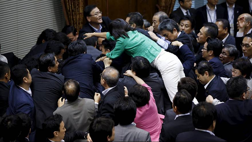 Япония: спецкомитет парламента поддержал расширение полномочий сил самообороны