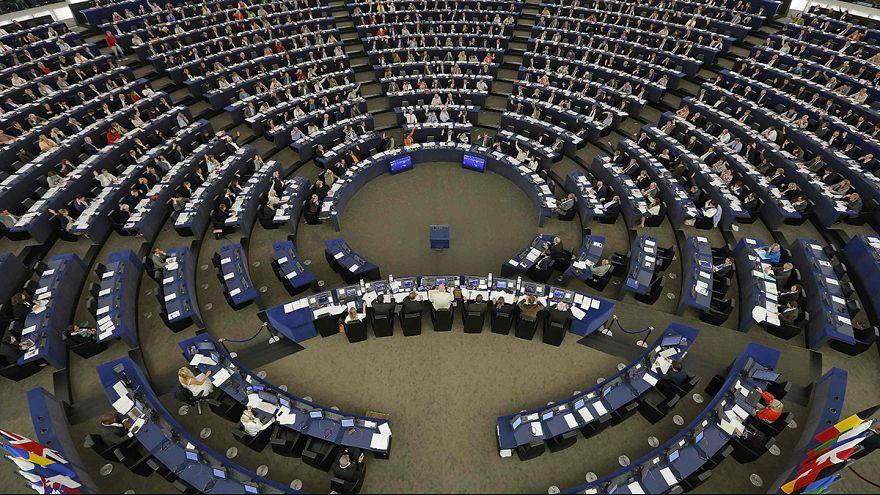 البرلمان الاوروبي يدعم خطة المفوضية الاوروبية القاضية لتوزيع مئة و عشرين الف لاجئ على كل بلدان الاتحاد الاوروبي