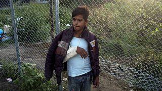 انتقاد کمیسر اروپا از احداث دیوار در مرز مجارستان در بازدید از این کشور