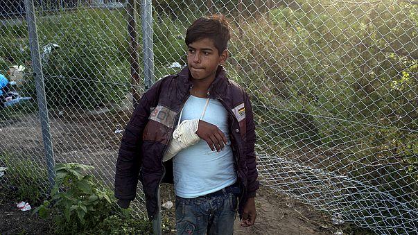 Szijjártó javaslatokat tett az uniós biztosnak a menekültválság megoldására