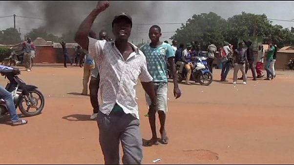 Burkina Faso: Protests on streets ahead of curfew