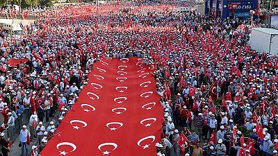 Multitudinaria manifestación en Ankara contra el terrorismo kurdo