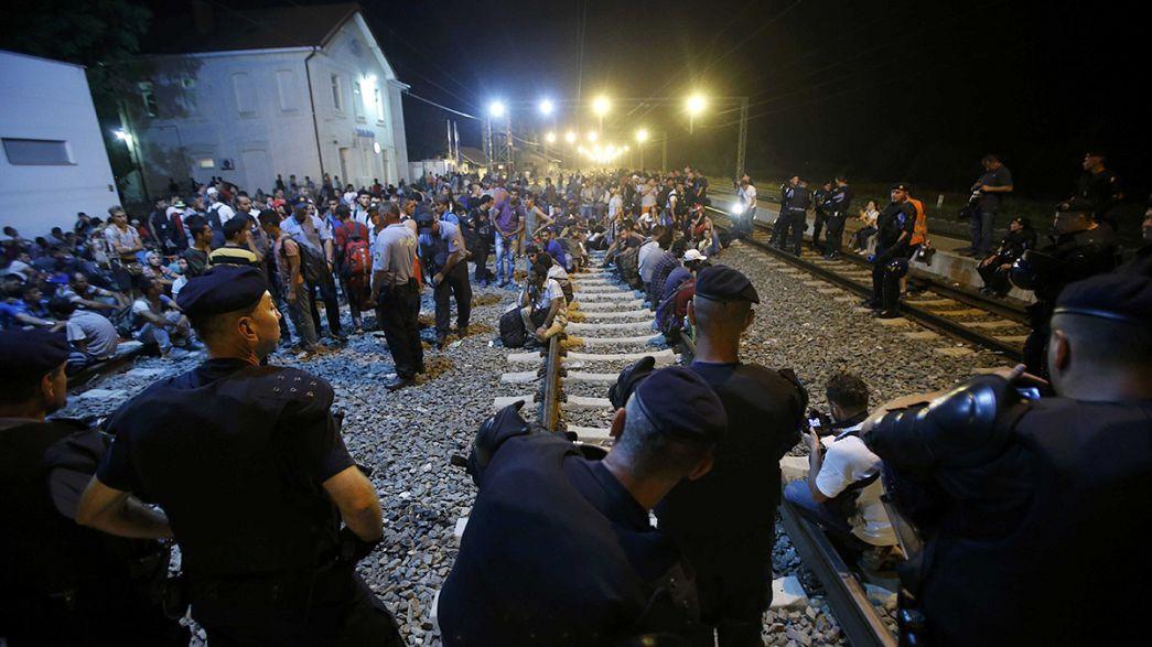 Refugiados: Croácia fecha maioria dos caminhos vindos da Sérvia