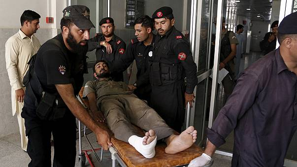 Paquistão: talibãs atacam base aérea em Peshawar