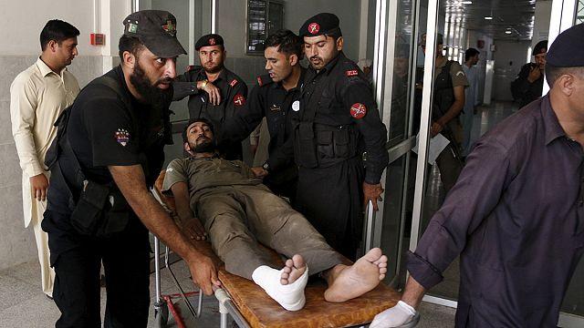 مقتل 6 أشخاص في هجوم دامي على قاعدة لسلاح الجو في بيشاوربباكستان