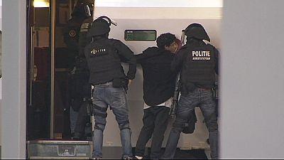 Polizei überwältigt Mann in Thalys in Rotterdam