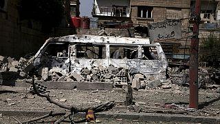 Vídeo amador mostra devastação depois de alegado ataque do regime sírio