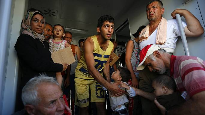 La Croatie achemine les migrants en bus vers la Hongrie