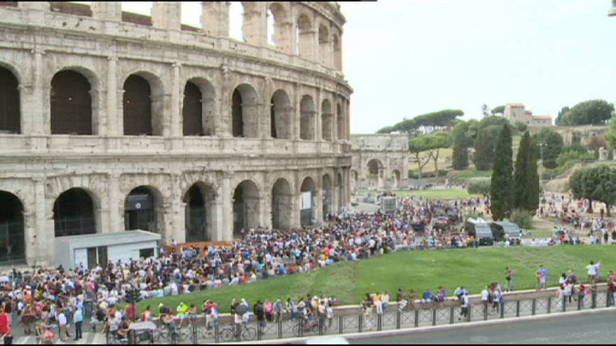 Renzi slams unions after Rome's Colosseum remained closed