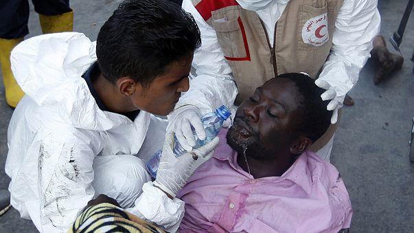 Libya açıklarında göçmen botu battı
