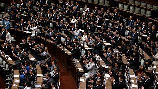 """Японский парламент разрешил армии воевать на стороне """"дружественных стран"""""""