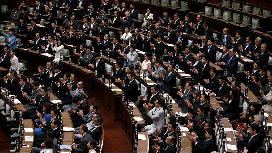 البرلمان الياباني اقر قوانين دفاعية تسمح بالقتال لمساندة حليف