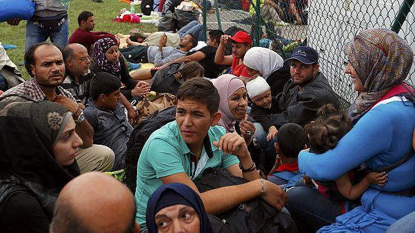Refugiados: Jogo do empurra nos Balcãs
