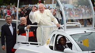 Pope Francis hails warming US-Cuba ties on arrival in Havana
