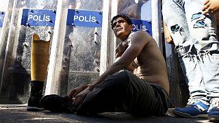 A török kormányfőnél jártak szír menekültek