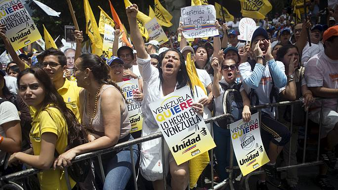 """أنصار""""ليوبولدولوبيز"""" المعارض السياسي المسجون يتظاهرون في فنزويلا"""