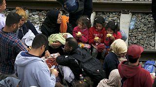 Megnyitották a röszkei átkelőt, káosz a horvát-szerb határnál