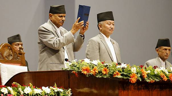 نيبال تقرّ أول دستور ديمقراطي كامل لها