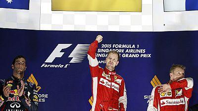 Vettel gana el Gran Premio de Singapur y Alonso vuelve a abandonar