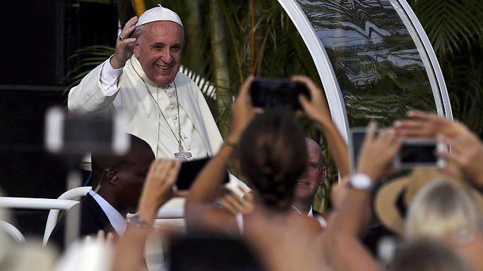 Hatalmas tömeg Ferenc pápa havannai miséjén