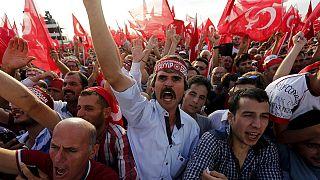 Tömegtüntetés a PKK ellen