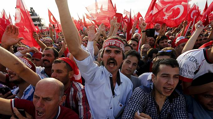 """تجمُّعٌ ضخم في إسطنبول لإردوغان وأنصاره ضد """"الإرهاب"""""""
