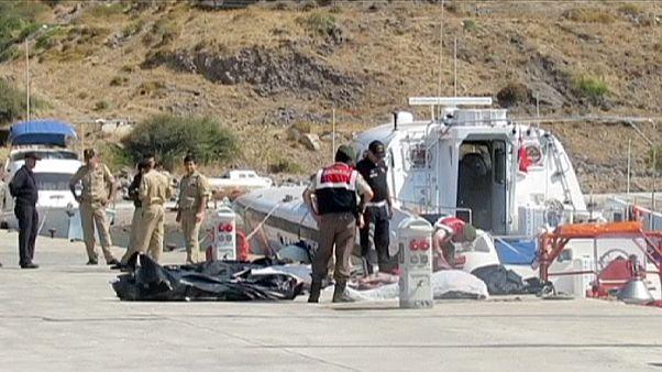 تصادم قایق مهاجران با یک کشتی دست کم ۱۳قربانی برجای گذاشت