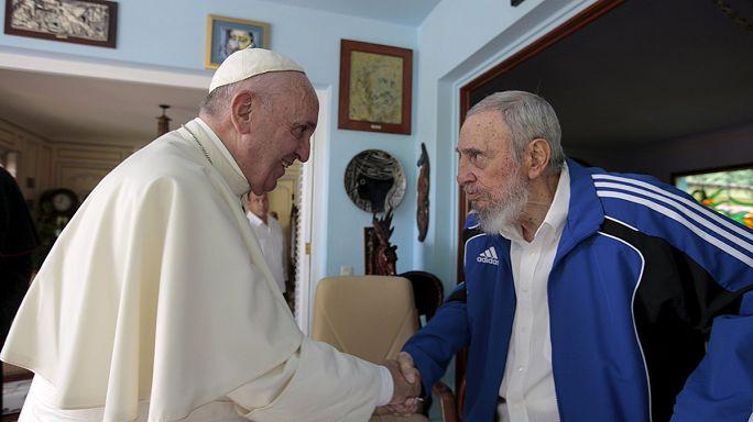 فيدل كاسترو يستقبل البابا فرانسيس في منزله بهافانا