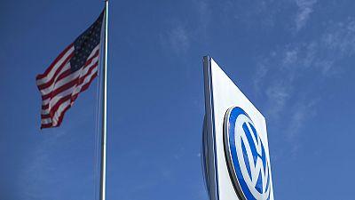 Escândalo faz ações da Volkswagen cair quase 20%