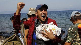 Menekültek érkeznek a görög szigetekre