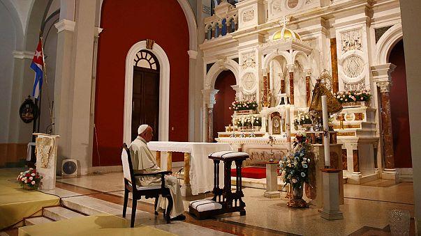 """Antes de partir para os EUA, Papa """"faz milagre"""" em Cuba"""