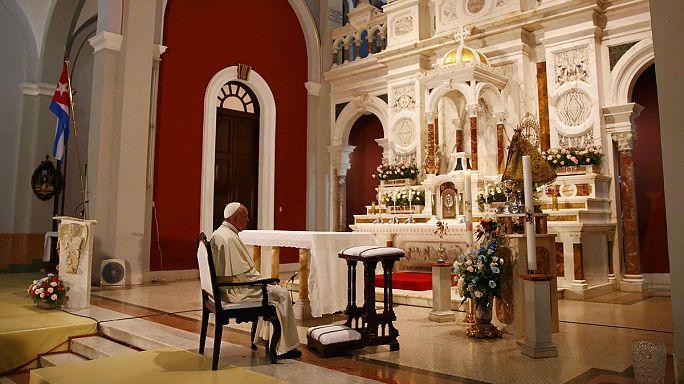 Kuba védőszentjéhez imádkozik a pápa