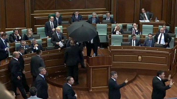 Kosovo : le Premier ministre sous une pluie d'oeufs