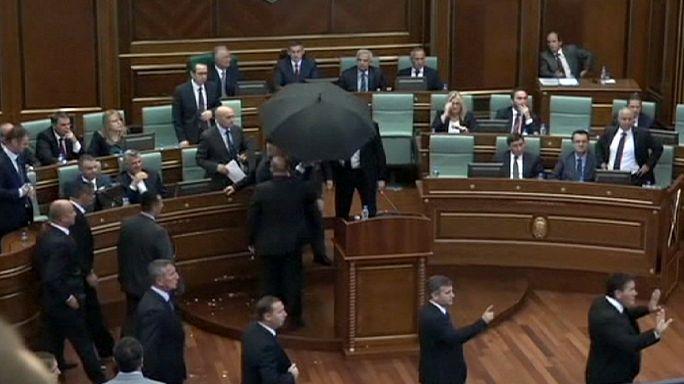 Kosovo, uova sul premier in parlamento