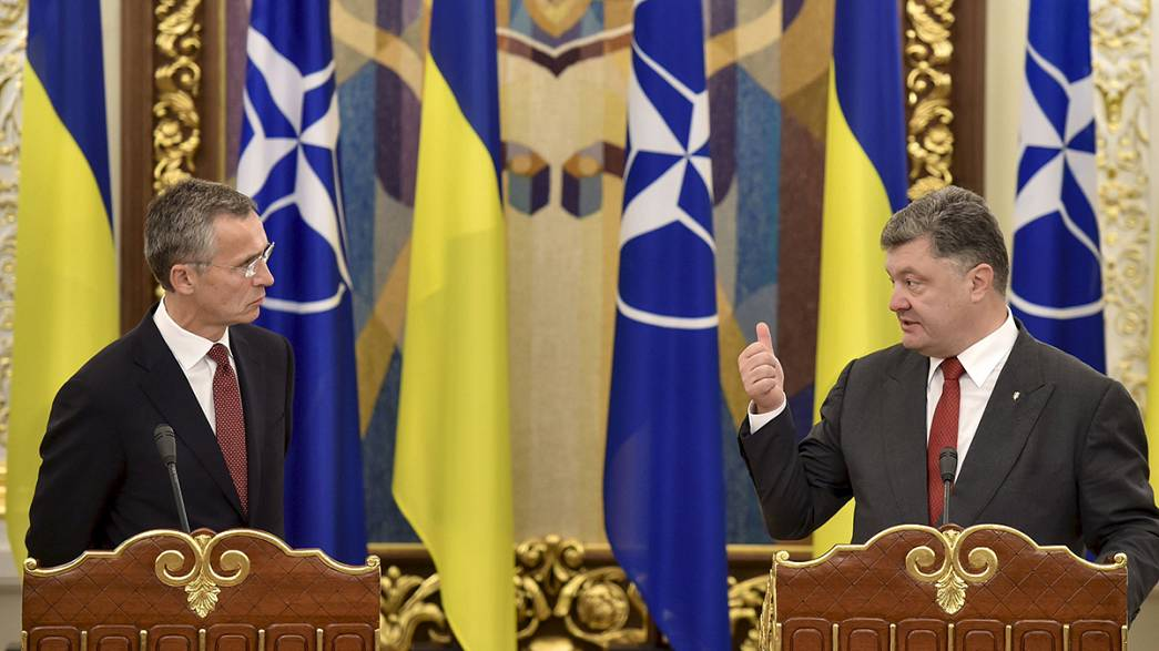 """Ucraina: Poroshenko a Stoltenberg, """"non siamo pronti per la Nato"""""""