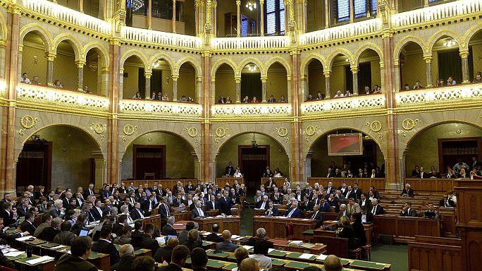 Menekültek, közmédia, foci: módosítások a magyar költségvetésben