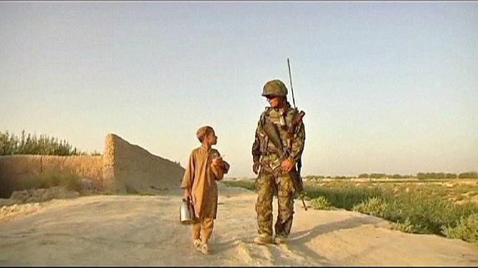 Az amerikai hadsereg szemet hunyt afgán kamaszok molesztálása fölött?