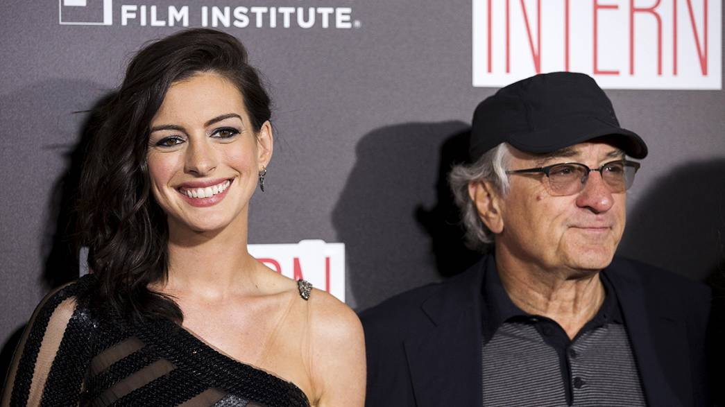 Senior De Niro works for a youthful Hathaway in The Intern