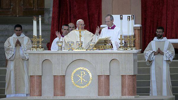 Érzékeny kérdéseket feszeget a pápa Washingtonban