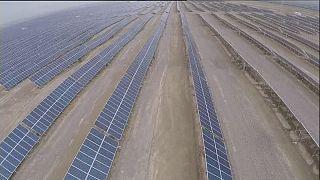 Κίνα: Ηλιακό πάρκο γίγας στην έρημο Γκόμπι