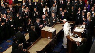 Véres pénz: bírálta a fegyverkereskedelmet Ferenc pápa