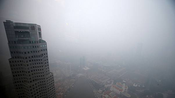 Pollution worsens in Singapore amid Indonesia forest fires