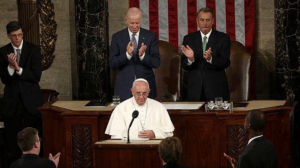 Papa ovacionado de pé no Congresso dos EUA